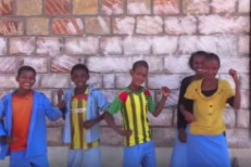 "Watch A Peace Corps Volunteer Use Pearl Jam's ""Even Flow"" To Teach 100 Ethiopian Kids English"