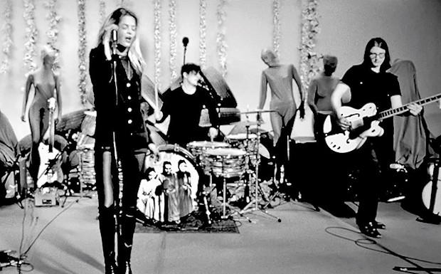 """Watch The Dead Weather's """"Be Still"""" Live Video"""