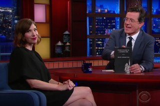Watch Carrie Brownstein Preview Her Traditional English Folk Album On <em>Colbert</em>