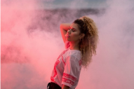 "Raye – ""Tell Me"" (Prod. Blood Diamonds)"