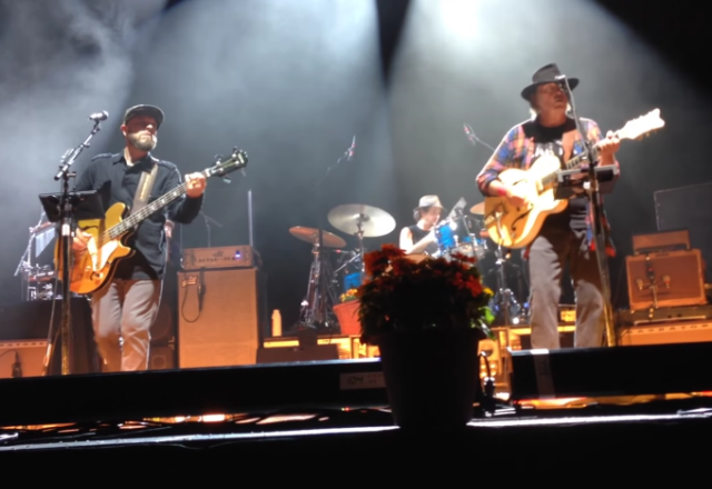 "Neil Young Plays ""Vampire Blues"" & ""L.A."" For The First Time In Over 40 Years"