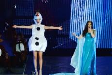 "Watch Taylor Swift Sing ""Wildest Dreams"" Dressed As Olaf From Frozen"