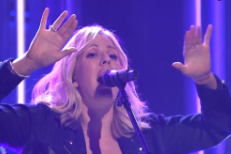 Watch Ellie Goulding Breeze Through &#8220;On My Mind&#8221; On <em>The Tonight Show</em>