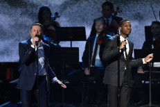 "Watch Macklemore Debut ""Kevin"" With Leon Bridges At The AMAs"