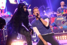 """Watch Coldplay Play """"Adventure Of A Lifetime,"""" Tease Gorillas Video On The AMAs"""