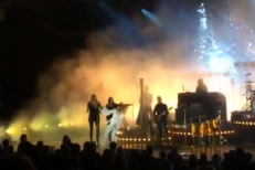 Ouch, Florence Falls Into The Machine Onstage In Melbourne