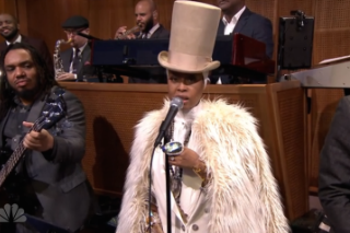Watch Erykah Badu Perform With The Roots On <em>Fallon</em>