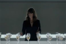 """Watch Eleanor Friedberger Play """"Auld Lang Syne"""" On Wine Glasses For Segura Viudas"""