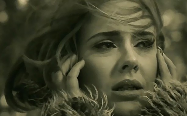 """Adele's """"Hello"""" Becomes The First Song To Sell 1M Digital Downloads In A Week"""
