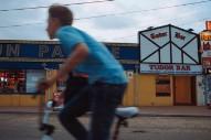 "Tindersticks – ""Hey Lucinda"" (Feat. Lhasa De Sela) Video"