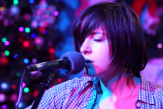 "Watch Laura Stevenson Cover Elliott Smith's ""Angel In The Snow"""