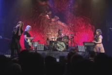 """Watch Sleater-Kinney Cover The Ramones' """"Merry Christmas (I Don't Want To Fight Tonight)"""""""