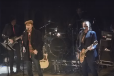 "Watch The Kinks' Ray And Dave Davies Reunite Onstage For ""You Really Got Me"""