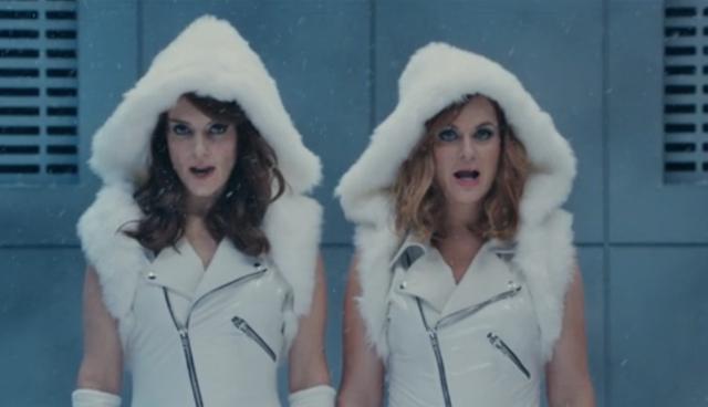 Watch Tina Fey, Amy Poehler, & Amy Schumer Parody Taylor Swift's Squad On SNL