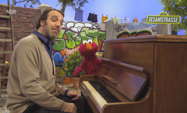 Preview Chilly Gonzales With German Elmo On Sesamstrasse