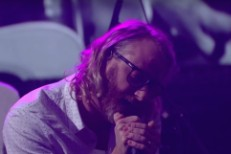 Watch El Vy Cover David Bowie&#8217;s &#8220;Let&#8217;s Dance&#8221; On <em>Colbert</em>