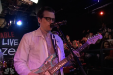 Watch Weezer Perform On Undateable