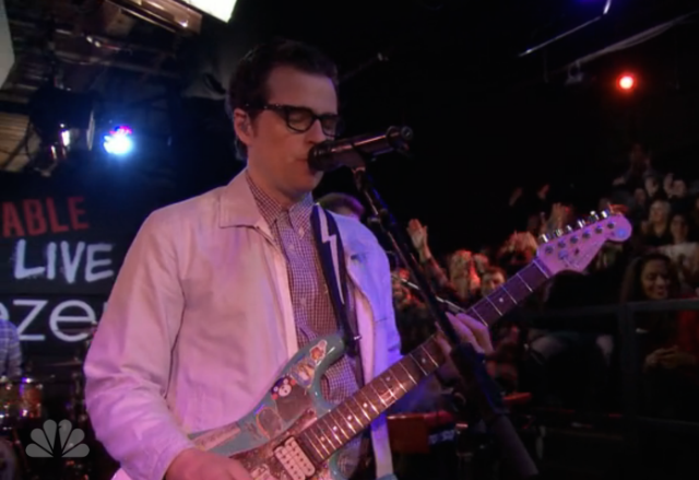 Watch Weezer Perform On Undateable