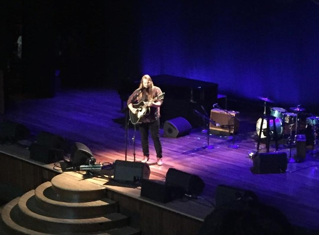 """Watch Chris Stapleton Play """"Either Way"""" At UMG's Country Radio Seminar In Nashville"""
