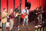 Watch Eddie Vedder Cover Joe Jackson At His High School's Alumni Fundraiser