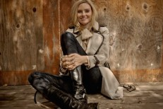 "Aimee Mann – ""Yesterday Once More"" (The Carpenters Cover)"