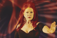 "Kate Pierson – ""Venus"" (Shocking Blue Cover) Video"