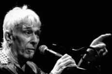 Watch John Cale Play <em>The Velvet Underground &#038; Nico</em> With Animal Collective, The Libertines, &#038; Mark Lanegan