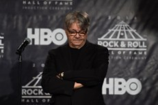 "Steve Miller Expands On Rock Hall Criticism: ""Everybody Is Kind Of A Dick … This Whole Industry Fucking Sucks"""