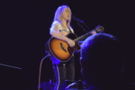 "Watch Liz Phair Cover Prince's ""Nothing Compares 2 U"" In New Orleans"