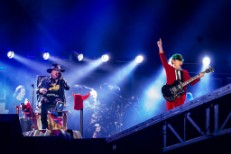 Watch AC/DC Perform With Axl Rose For The First Time