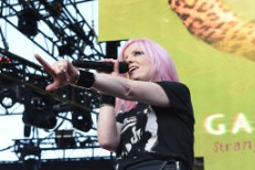 KROQ Weenie Roast: Garbage's Shirley Manson Falls Off The Stage, RHCP's Anthony Kiedis Rushed To The Hospital