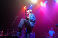 Watch Mac DeMarco Catch A Fan's Cookie Onstage In San Francisco