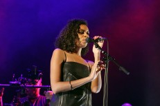 "Watch AlunaGeorge Cover Justin Bieber's ""Company"" On BBC Radio 1 Live Lounge"