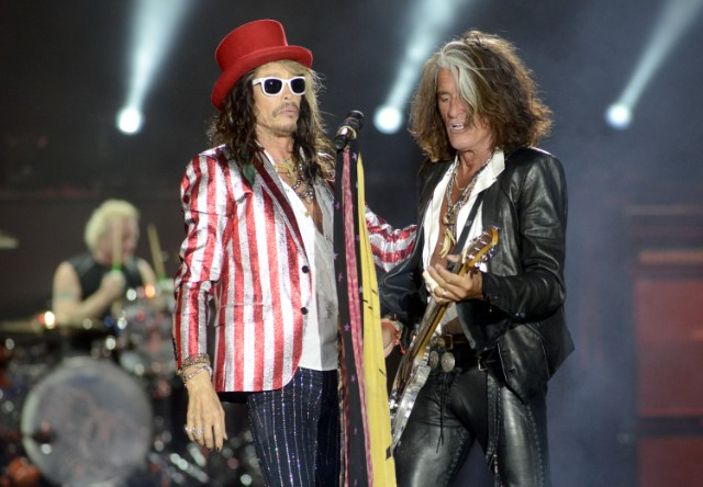 Rock 'n roll's Joe Perry collapses during concert