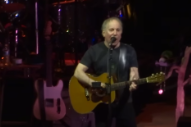 Watch Paul Simon Honor Scotty Moore With Elvis Cover At His First Queens Hometown Show In 46 Years