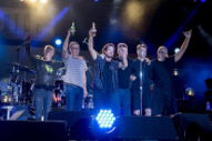 """Watch Pearl Jam Cover Suicide's """"Dream Baby Dream"""" At Pemberton"""