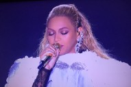 Watch Beyoncé Perform A <em>Lemonade</em> Medley, Accept Video Of The Year At The VMAs