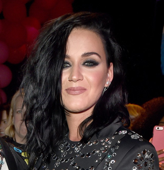 Is katy perry dating anyone