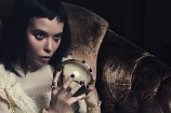 Alice Glass &#038; Frances Bean Cobain Model Together For <em>Schön! Magazine</em>