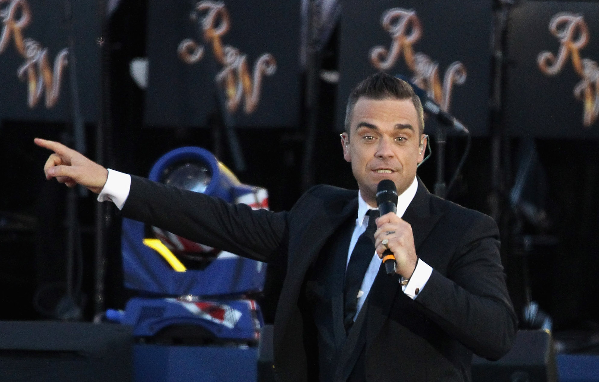 Robbie Williams Says Jimmy Page Is Spying On Him