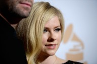 "Avril Lavigne Condemns Mark Zuckerberg For ""Bullying"" Nickelback"