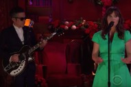 She &#038; Him &#8211; &#8220;Christmas Memories&#8221; Video &#038; <em>James Corden</em> Performance