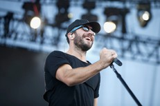 Country Star Sam Hunt Is Basically A Drake Tribute Act Now