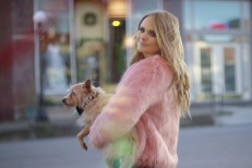 Miranda Lambert - We Should Be Friends video