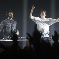 The Chainsmokers End Pittsburgh Show With Stupid Sign
