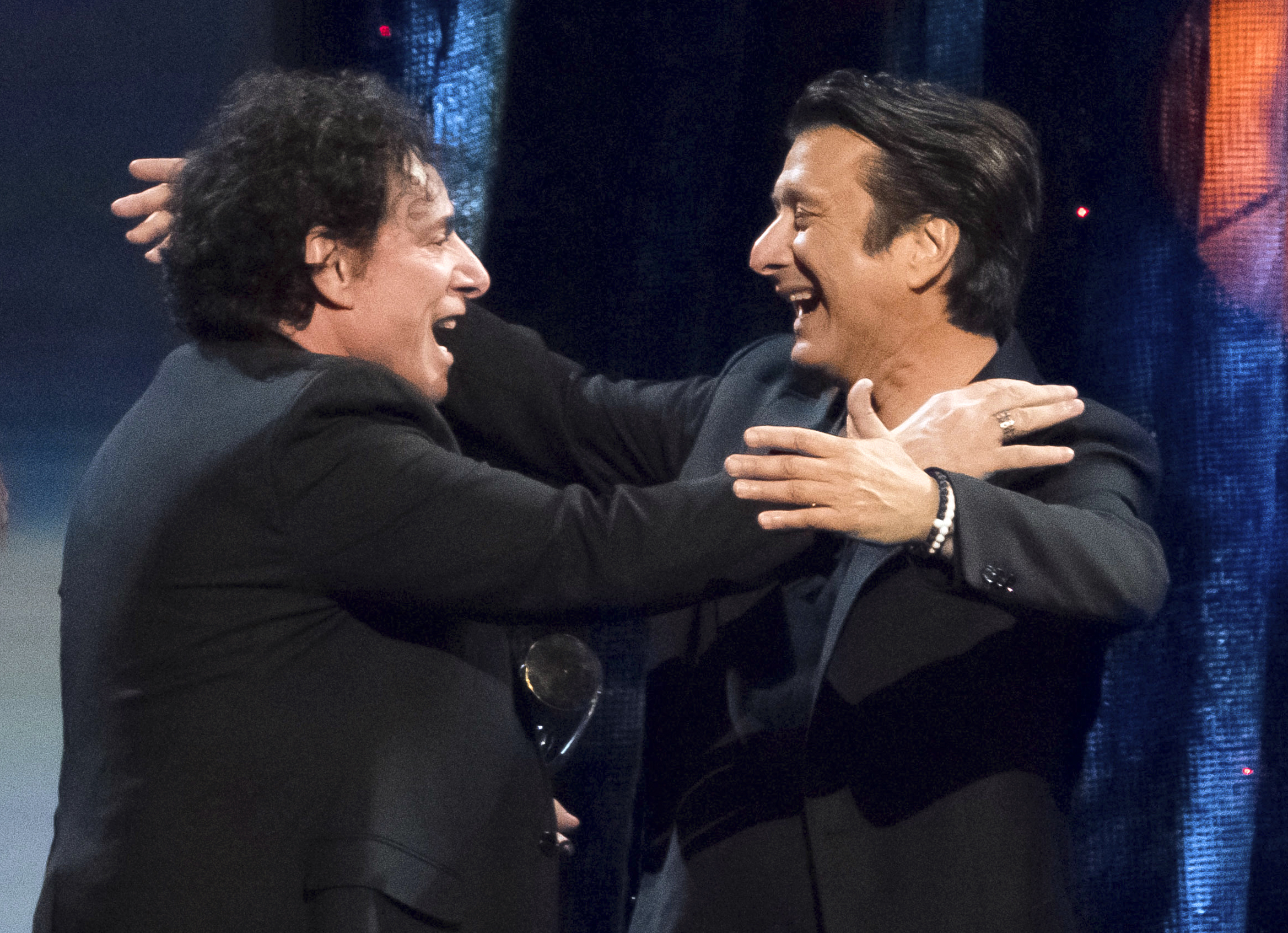 watch steve perry reunite with journey and meet his