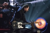 """Watch Pearl Jam, Rush, Journey, & More Cover Neil Young's """"Rockin' In The Free World"""" At Rock Hall Ceremony"""