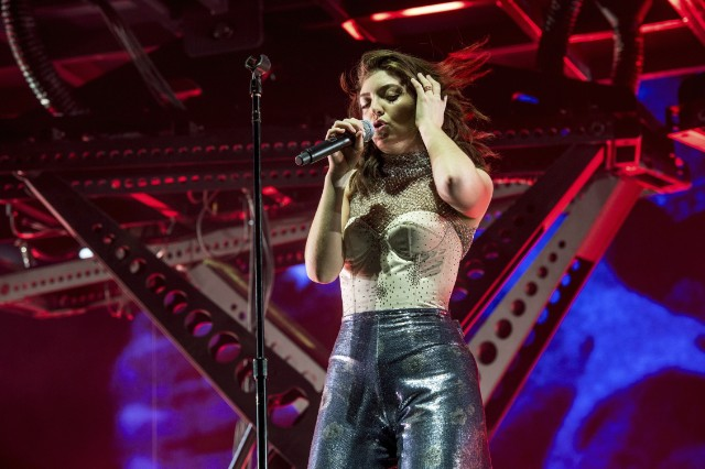 Watch Lorde Debut New Song Homemade Dynamite At
