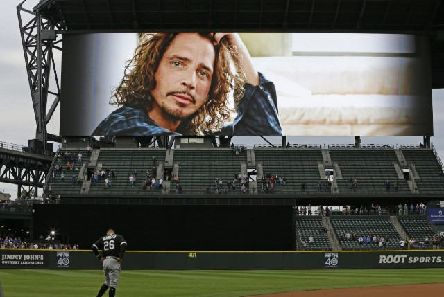Mariners honor Chris Cornell with moment of silence