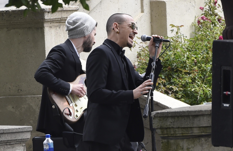 Chris Cornell S Funeral Chester Bennington Sings